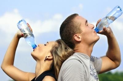 少喝水會破壞體內的平衡機制。再來則是影響養分的攝取量,許多養分屬於...