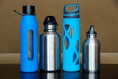 上班族喝水量不足的主因是工作忙,沒時間。建議找一個1,000cc的瓶罐,每...
