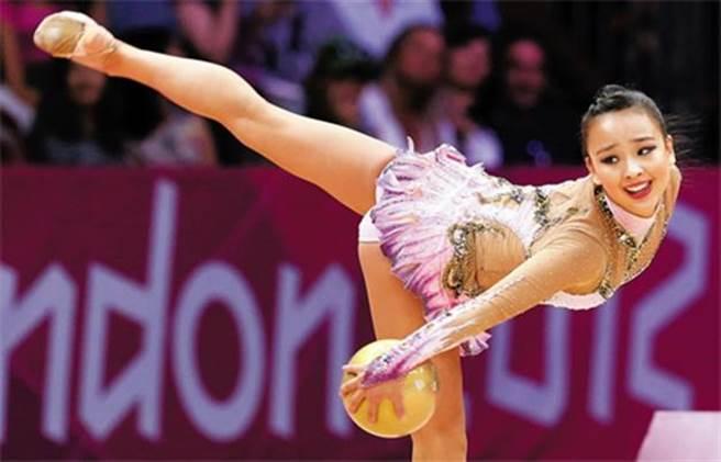 擁有韓國「國民妹妹」之稱的孫延在,於今日晚間將會在女子藝術體操全能...