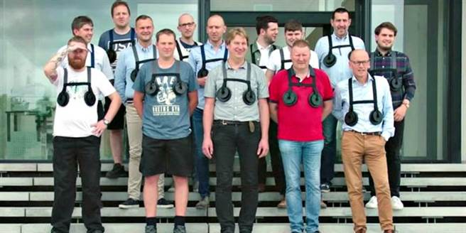比利時一家內衣公司的老闆想了個怪招,讓公司上上下下的男員工,從設計...