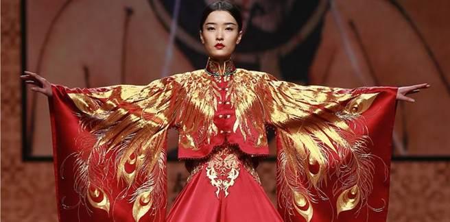 很多人都認為杜鵑是屬於越看越有味道的美,非常具有文藝氣質。香港電影...