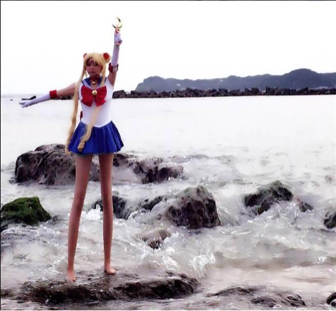 中川翔子在推特上發文,貼出一張扮裝成《美少女戰士》中「月光仙子」一...