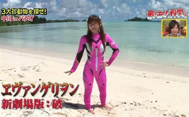 中川翔子身高矮小,穿衣服常引發笑料。照片曝光後,中川翔子「13頭身」...