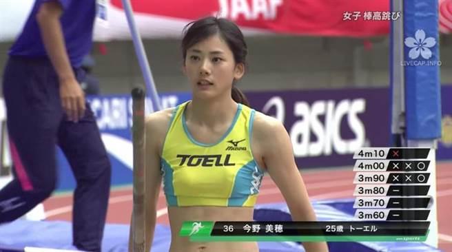 網友看後,紛紛表示「超猛」、「超正」,還有不少人形容其長相與日本女...