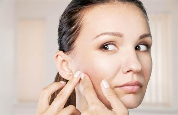 若真要說,去給專業的皮膚醫生處置,才是去除痘痘最好的方式。無論如何...