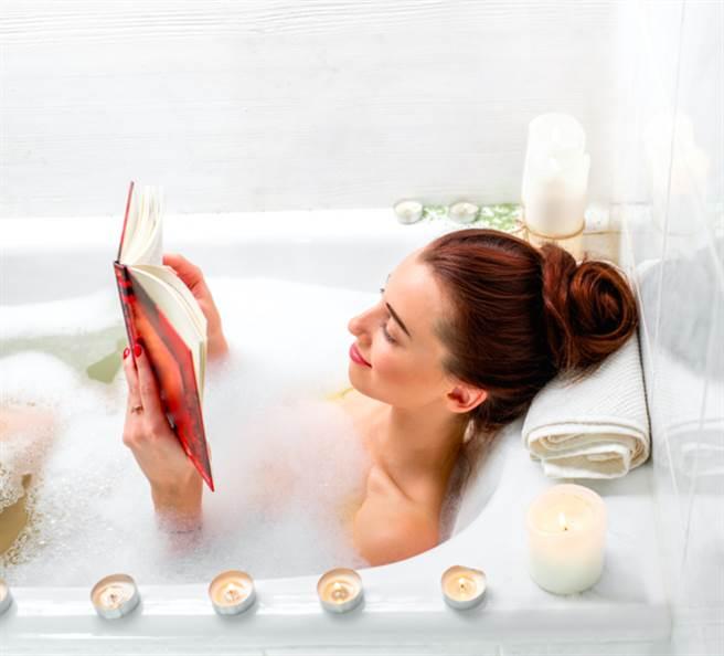 你知道現在日本的SNS上,掀起話題的「黑暗入浴法」到底是什麼嗎?只要關...