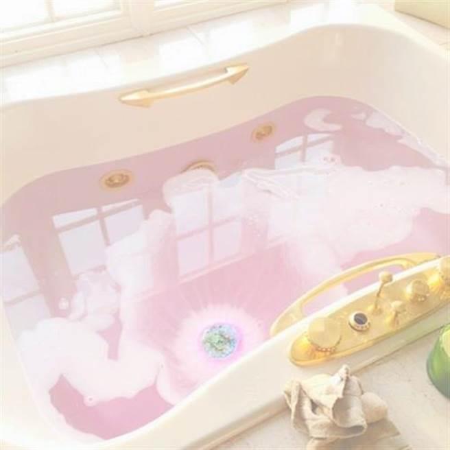 「黑暗入浴」有著非常棒的效果,藉由切斷光源,讓浴室變得昏暗,就能...