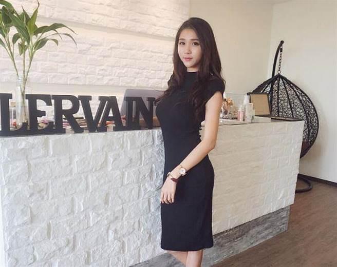 Yueer擁有一副令人稱羨的好身材,這張照片更顯得她前凸後翹的均衡指標!<...