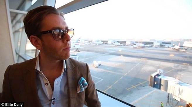 紐約一位網絡紅人Justin Ross,今年33歲,經營著一家出售方巾手帕的網絡商...