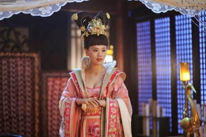 也曾在《武媚娘傳奇》中飾演賀蘭敏月。