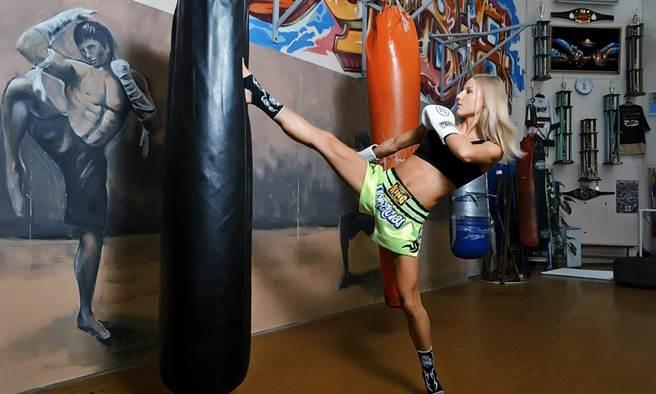 范達耶娃18歲就拿下了WMF業餘泰拳冠軍和白俄羅斯泰拳冠軍,19歲加冕IFMA業...