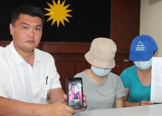 郭大雄(左)在記者會上陪同小玉(中)及其母(右)。化名小玉的女受害...
