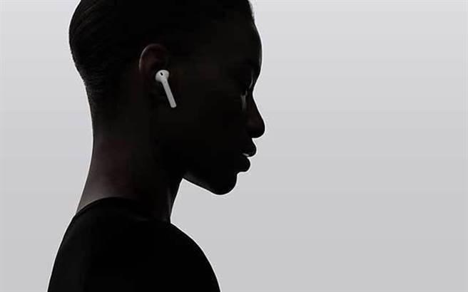 在此次最新發布的iPhone 7中,取消了原先的3.5mm耳機插孔,取而代之的是一...