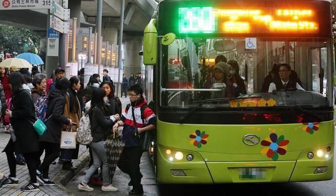 1,巴士司機在每日早上開首班車時,必須先按一聲喇吧