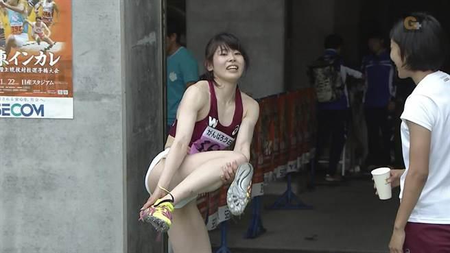 女選手身材姣好,但貼身的運動衣引來網友吐槽。