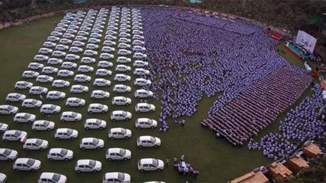 多勒基亞將在周日前為員工送出1260輛汽車、400間樓房及珠寶。網友紛紛表...