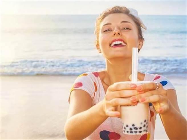 珍珠奶茶不單止在台灣盛行,在大馬也同樣大受歡迎。但台灣一名女子因臉...