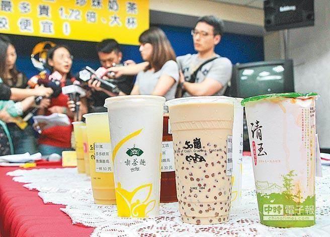 台灣皮膚科醫生趙昭明表示,台灣含糖手搖飲料盛行,不少人嗜甜如命,殊...