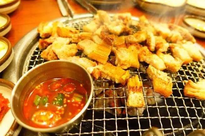 5.「烤網、炭火之類的可以請服務生換」。一般燒肉店雖然會主動幫助客人...