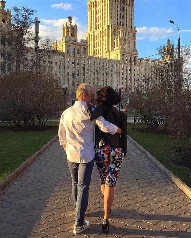 Boris Bork在Instagram爆紅,他發布的照片總圍繞著名車、美女、雪茄、美酒,...