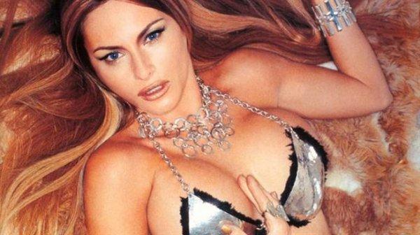 梅拉妮亞在90年代曾任職模特兒,先前更被挖出當年的裸照,其後更被爆曾...