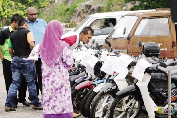 一位名為 Mohd. Iskandar Idris 的 32 歲男子,在 2008 年的國慶日當天在 JPJ 的拍...