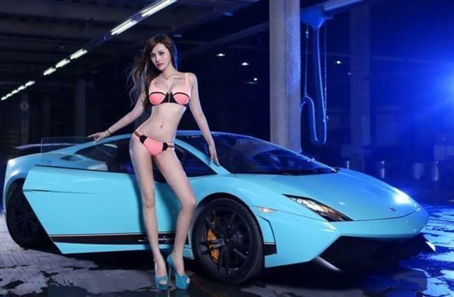 照理來說,車展中的名車才是主角,然而不少民眾卻是爭相來看這些車模,...