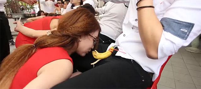 「不用手吃香蕉」