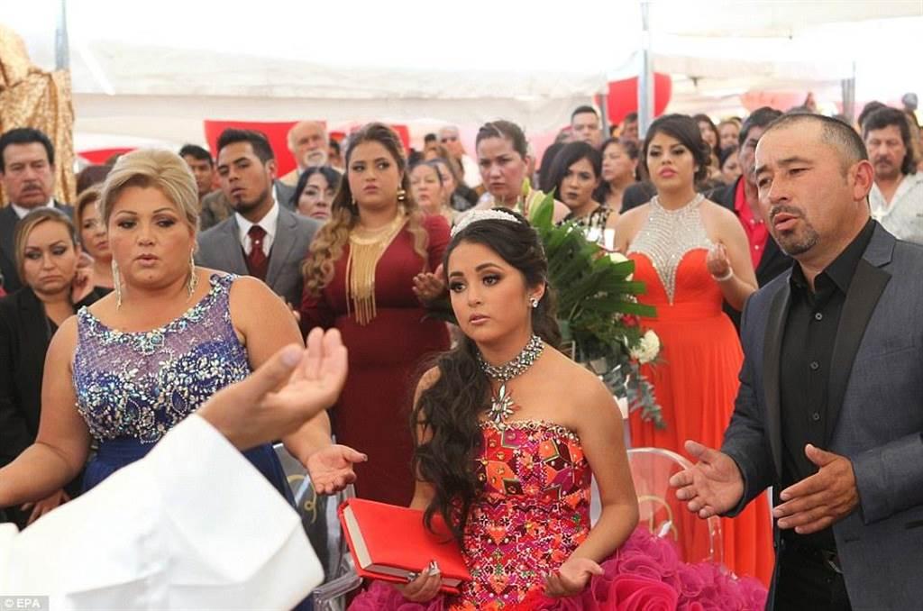 墨西哥少女露比 (Rubi Ibarra) 今天過15歲生日,意外讓她成為網絡紅人,不...