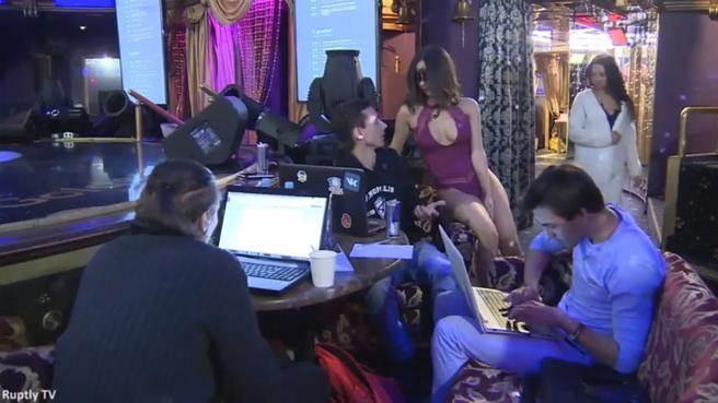 日前俄羅斯舉辦一個駭客比賽,舉辦的場所位於一間夜店酒吧,比賽過程還...